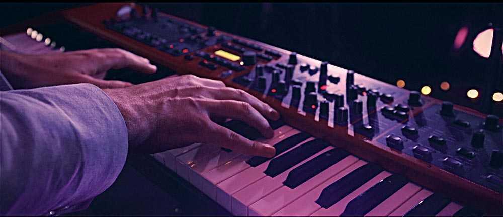 """Escalas blues na improvisação em """"Blue Bossa"""""""