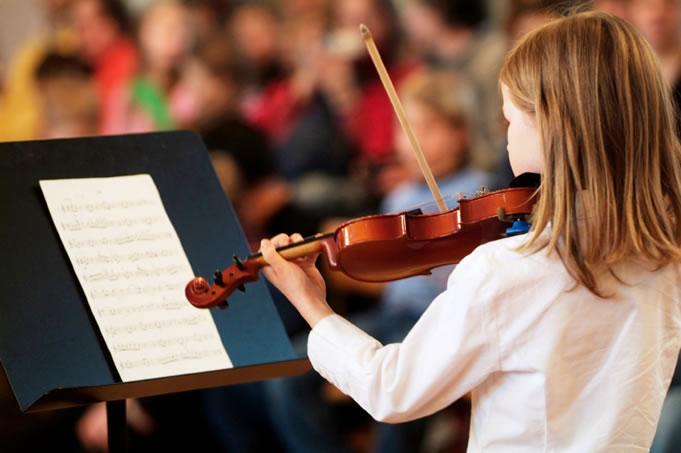 criança autista e musicoterapia